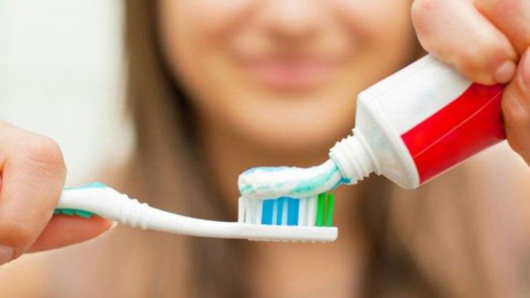 Pasta de dientes con microplastico