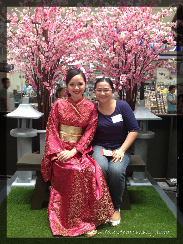Mommy Jem with a lady in Japanese costume