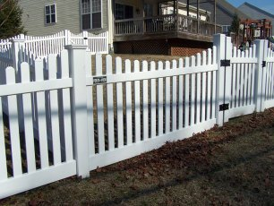 Tidewater Dip Vinyl Picket Fence