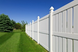 4 Helpful Hints for Vinyl Fence Maintenance