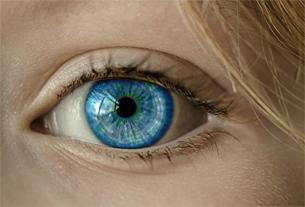 ojo  de una mujer