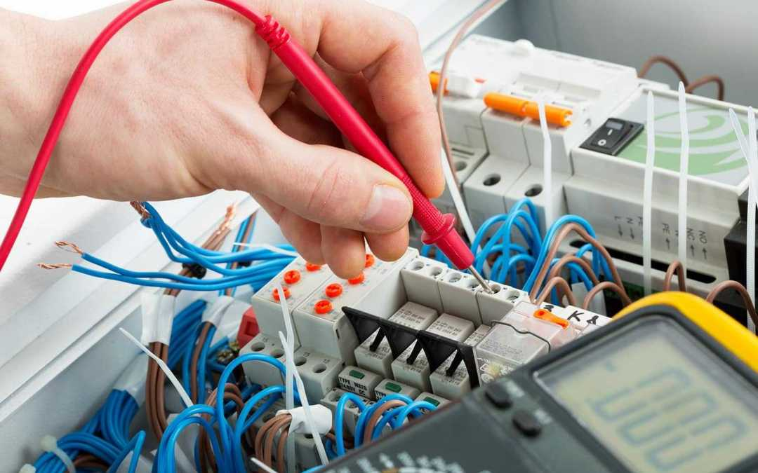 Pourquoi faire appel à un artisan électricien ?
