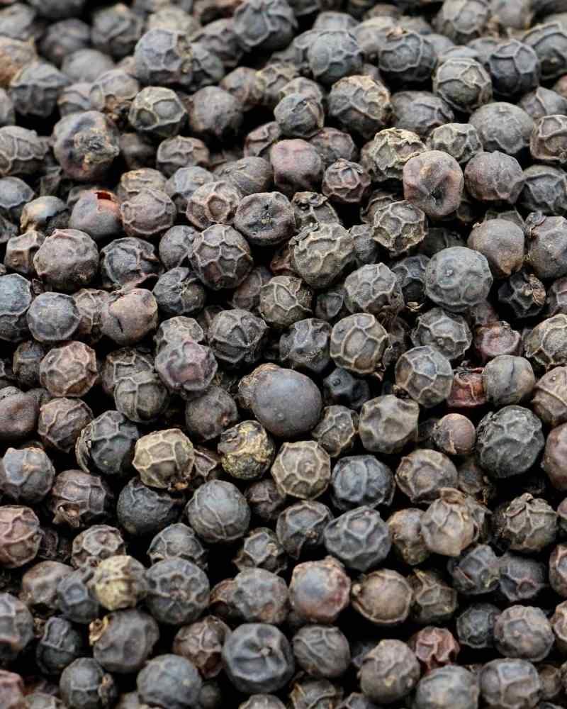 gros-plan-poivre-kampot-noir-igp-la-plantation-etal-des-epices