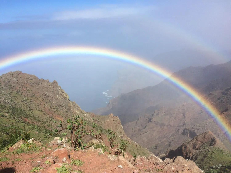 ein traumhafter Regenbogen auf der Wanderung nach Las Hayas