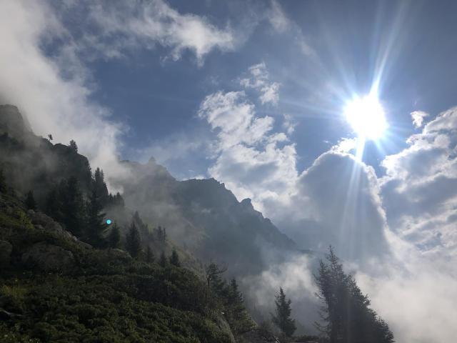 Bergwetter bei Sonnenaufgang am Hochganghaus
