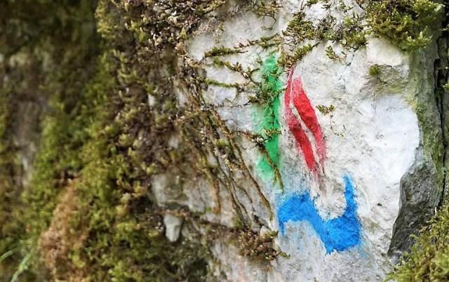 Markierung des Alpe-Adria-Trails