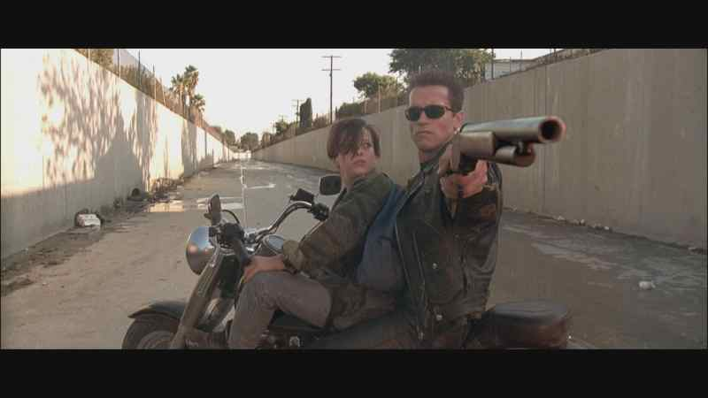 terminator-2-hd-screencapture-shotgun-movie-prop-17