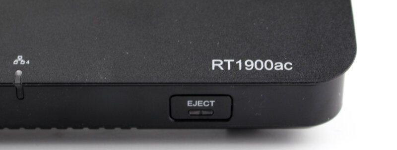Synology-RT1900ac-Photo-closeup eject