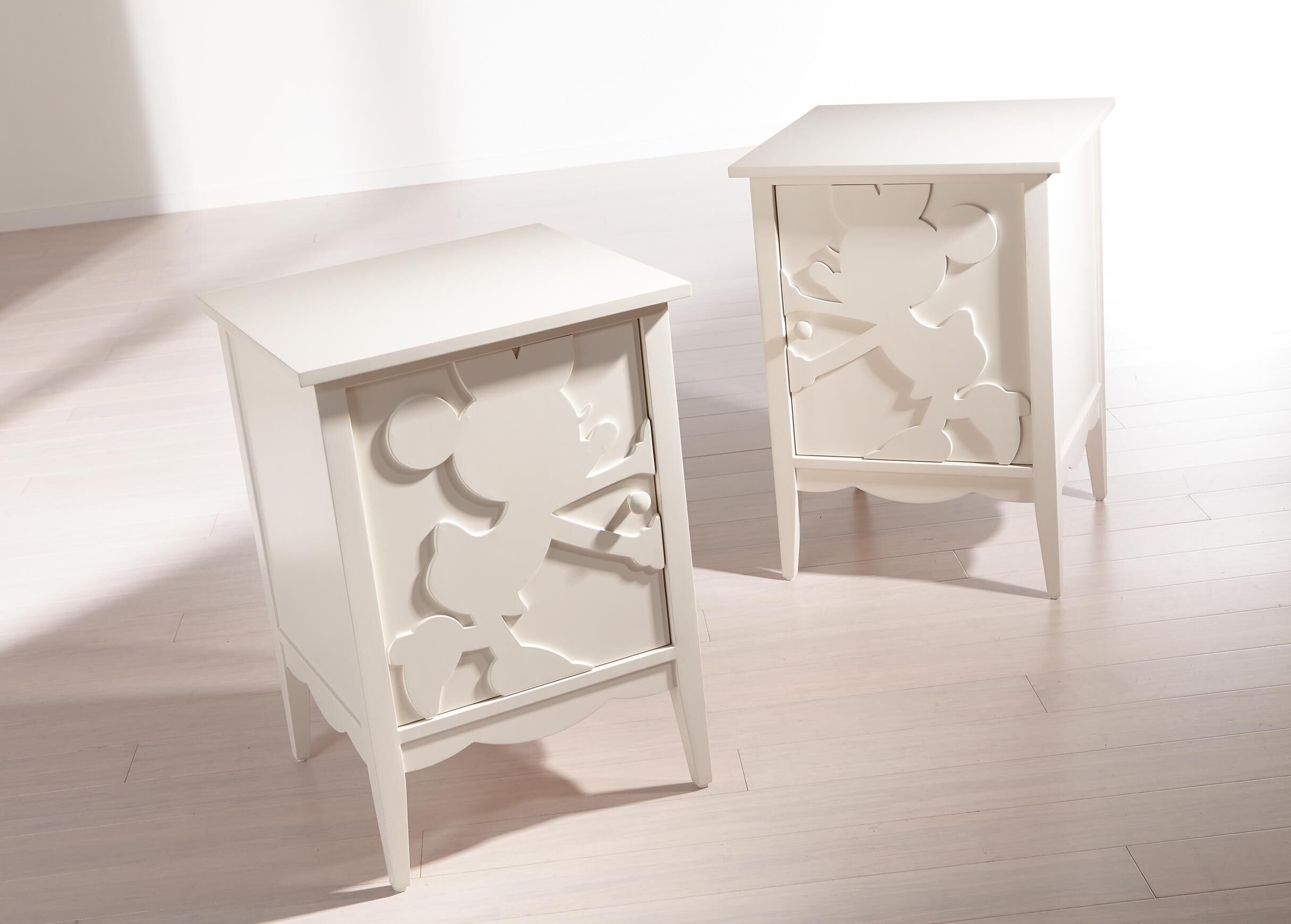 minnie mouse table and chair set canada white shampoo bowl shadow cabinets night tables ethan allen
