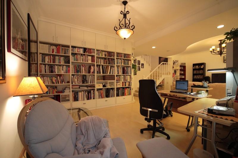 Cloud Pagoda  Living Room  Study
