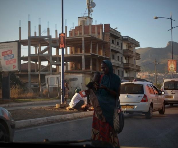 family-migrants-algeria-niger