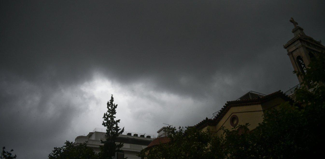 Καιρός: Ισχυρές καταιγίδες, σκόνη και λασποβροχή την Τετάρτη (vid)