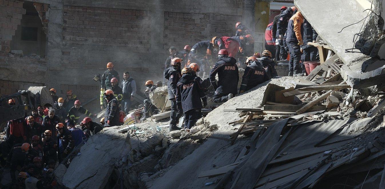Σεισμός στην Τουρκία: Αυξάνονται οι νεκροί - Τουλάχιστον 503 μετασεισμοί