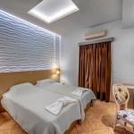 Πολυτελές , ρομαντικό δίκλινο δωμάτιο με θέα στη θάλασσα και την Ερμούπολη