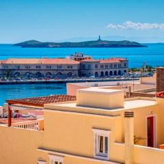Θέα θάλασσα από τη σουίτα του ξενώνα.