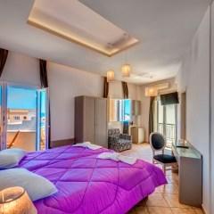 Superior δίκλινο ή τρίκλινο δωμάτιο με μπαλκόνι θέα θάλασσα