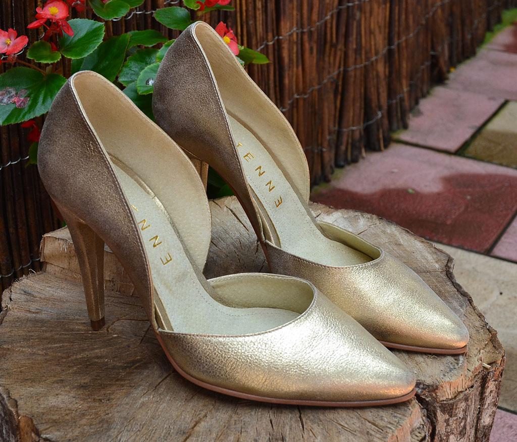 pantofi-stiletto-aurii
