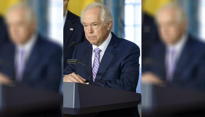 برنارد دبلیو آرونسون، نماینده ویژه سابق ایالات متحده در روند صلح کلمبیا، عکس از getty images