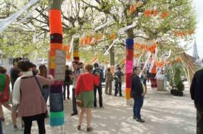 yarn bombing fête de l'iris bruxelles