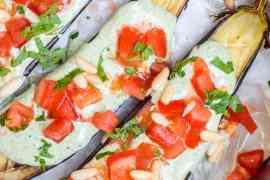 Aubergine med grønn tahinisaus - oppskrift