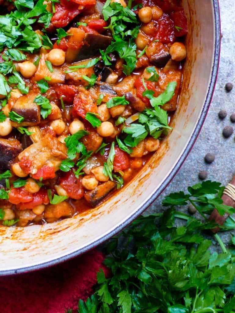 Libanesisk moussaka (Kikertgryte med aubergine) - oppskrift / Et kjøkken i Istanbul