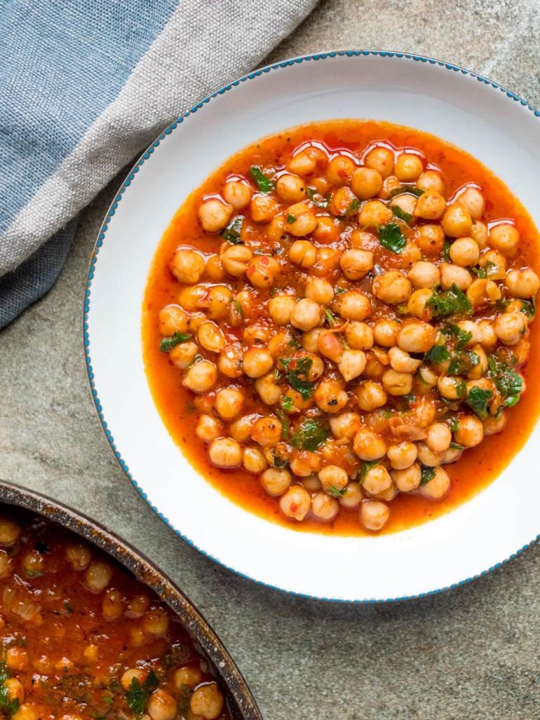 Kikerter med spicy tomatsaus - oppskrift / Et kjøkken i Istanbul