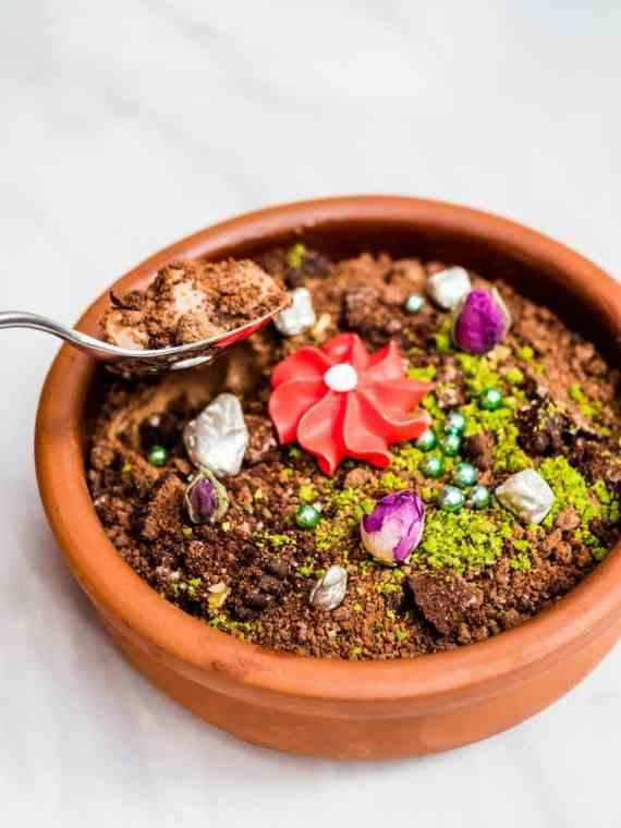 Sjokolademousse med spiselig blomsterbed - oppskrift / Et kjøkken i Istanbul