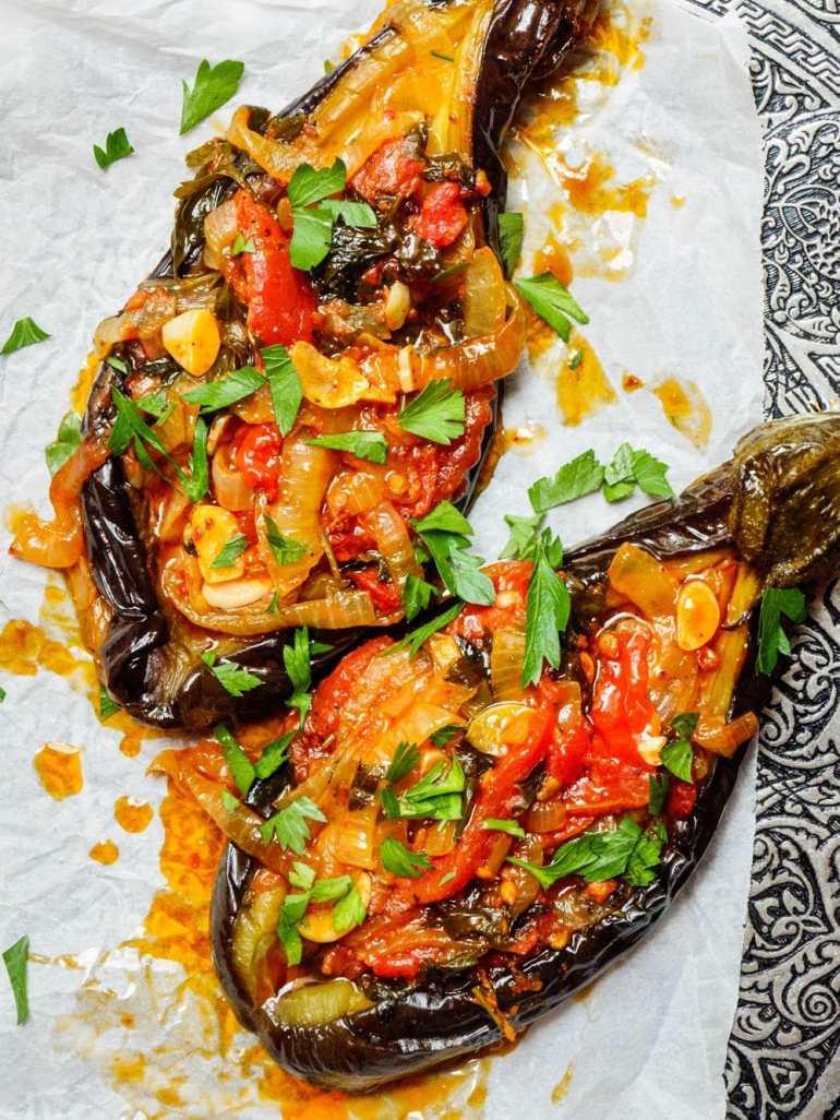 Imam bayildi – Tyrkiske fylte aubergine med tomat og løk - oppskrift / Et kjøkken i Istanbul
