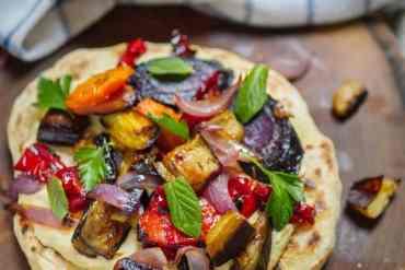 Hummus med ovnsbakte grønnsaker