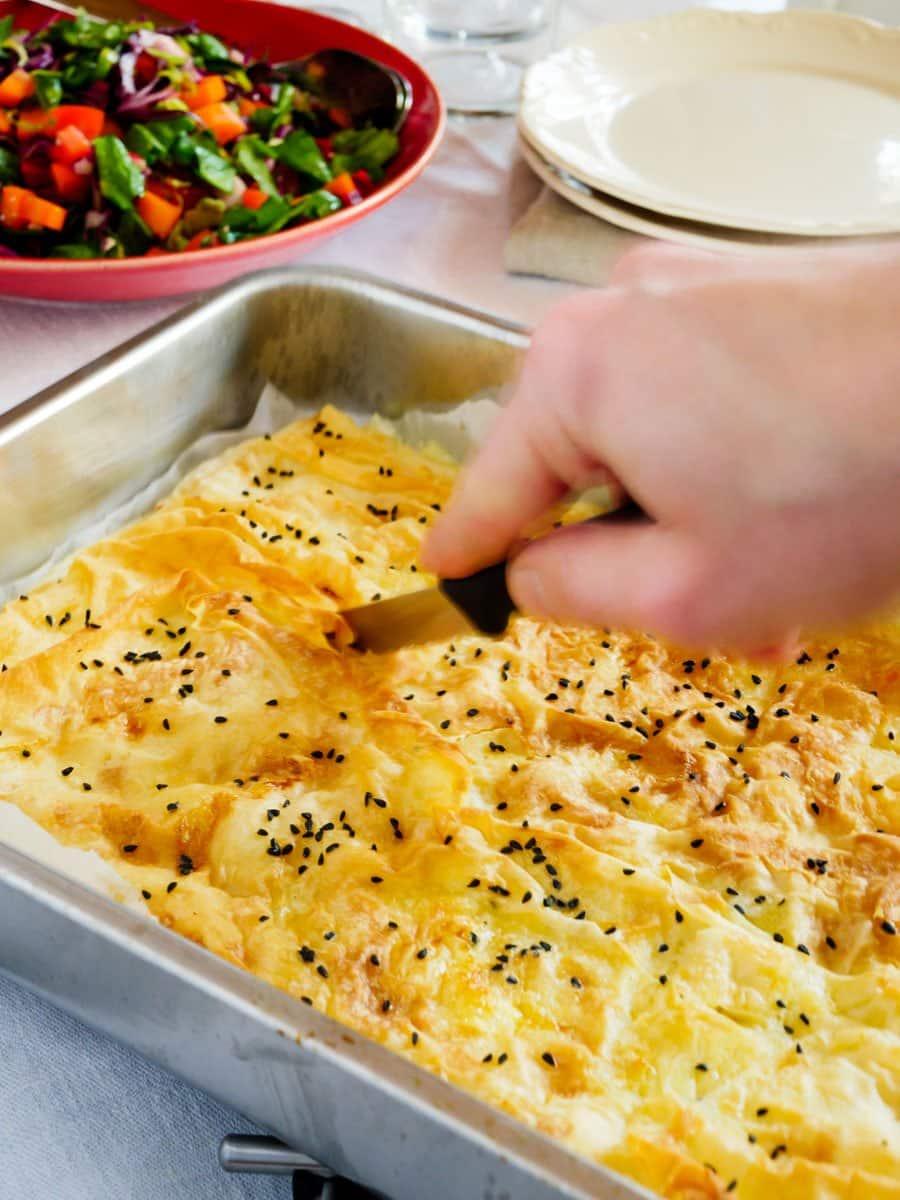 Hverdagens børek med ost i liten langpanne - oppskrift / Et kjøkken i Istanbul