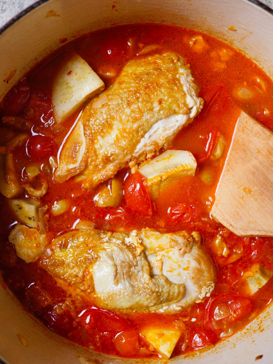 Kylling med artisjokk, oliven og tomat - oppskrift / Et kjøkken i Istanbul