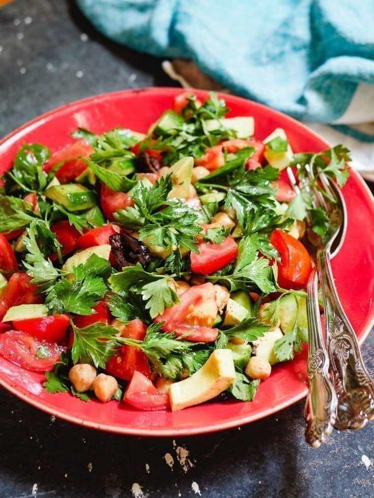 Kikertsalat med tomat og avokado [+herlig dressing] | Oppskrift | Et kjøkken i Istanbul