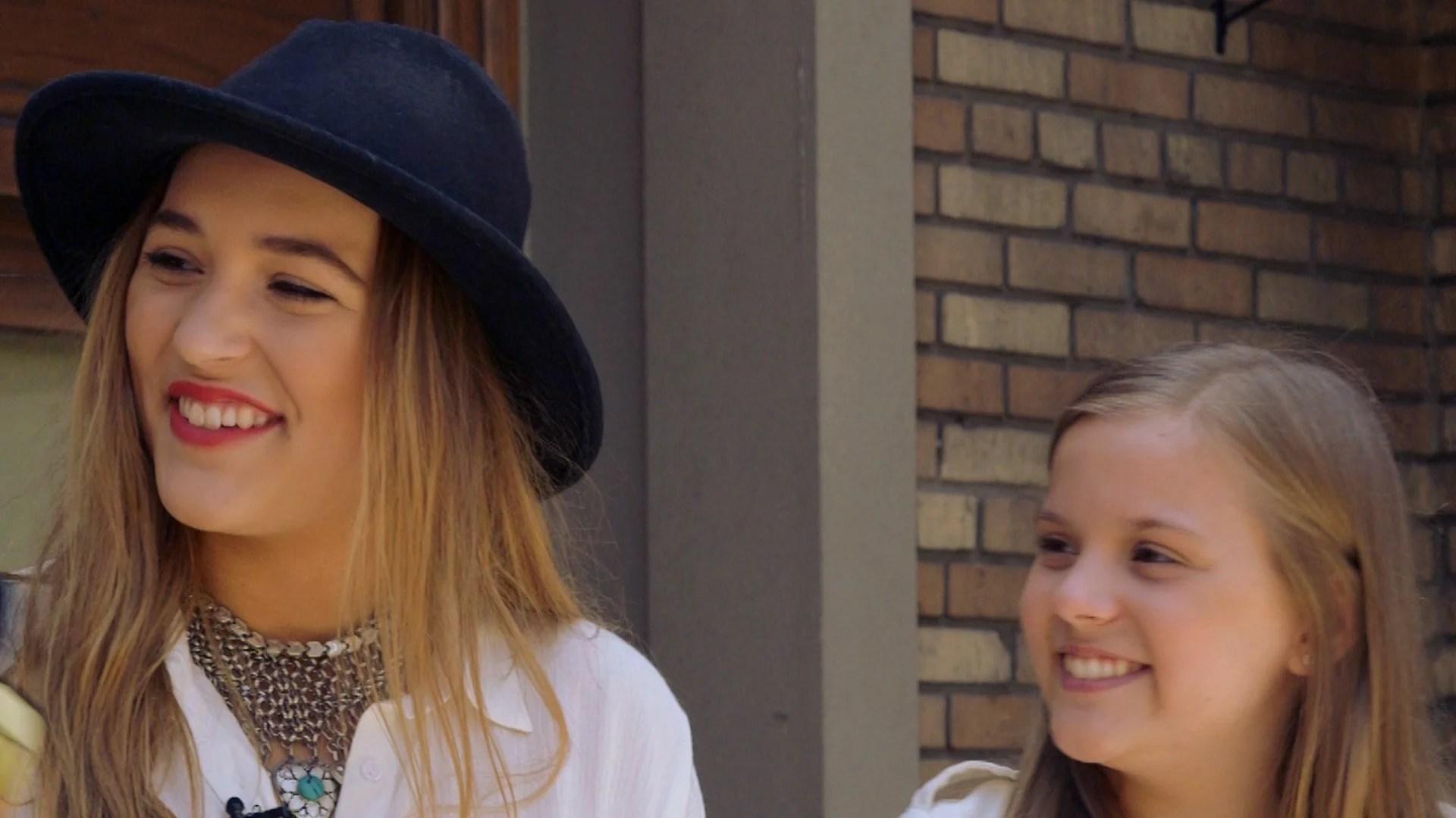 Watch Nashvilles Lennon And Maisy Sing Acoustic Talk