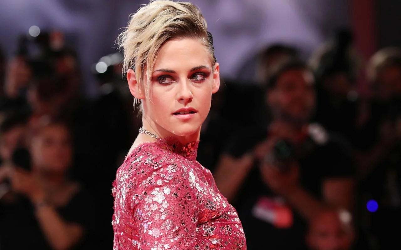 Kristen Stewart on the Pressure of Coming Out and Representing Queerness | Entertainment Tonight