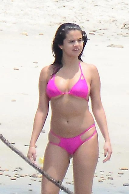 Selena Gomez Flashes Bikini Bod in a Hot Pink TwoPiece in Mexico  Entertainment Tonight