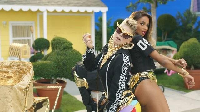 Watch Kim Kardashian Take A Milk Shower In Fergie S M I L
