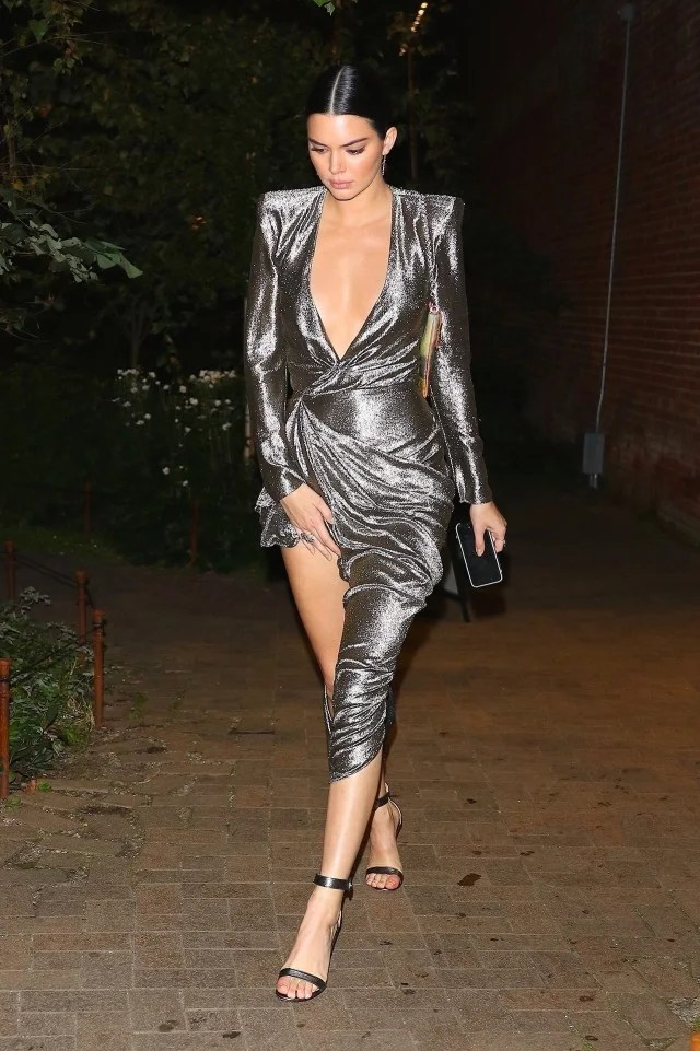 Girls Walking In Public Wallpapers Kendall Jenner Flashes Lots Of Skin In Sexy Silver Dress
