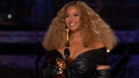 https www etonline com beyonce and jay z make glam appearance at the grammys pics 162282