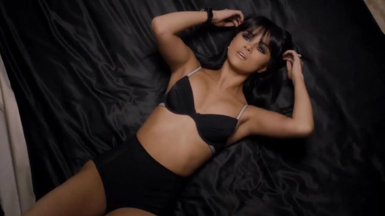 Heart Breaking Girl Wallpaper Selena Gomez Wants To Show The Sexy Side Of Stalking In