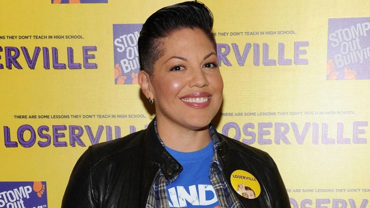 Greys Anatomy Star Sara Ramirez Comes Out As Bisexual