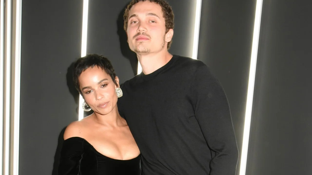 Zoe Kravitz Reveals She S Engaged To Karl Glusman