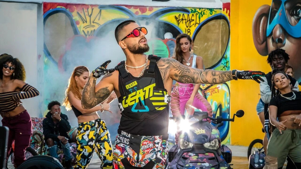Live Girl Wallpaper For Mobile Maluma Drops New Music Video For Hp Watch