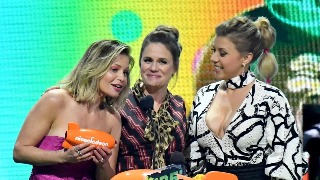 Fuller House Cast Says They Stick Together Amid Lori