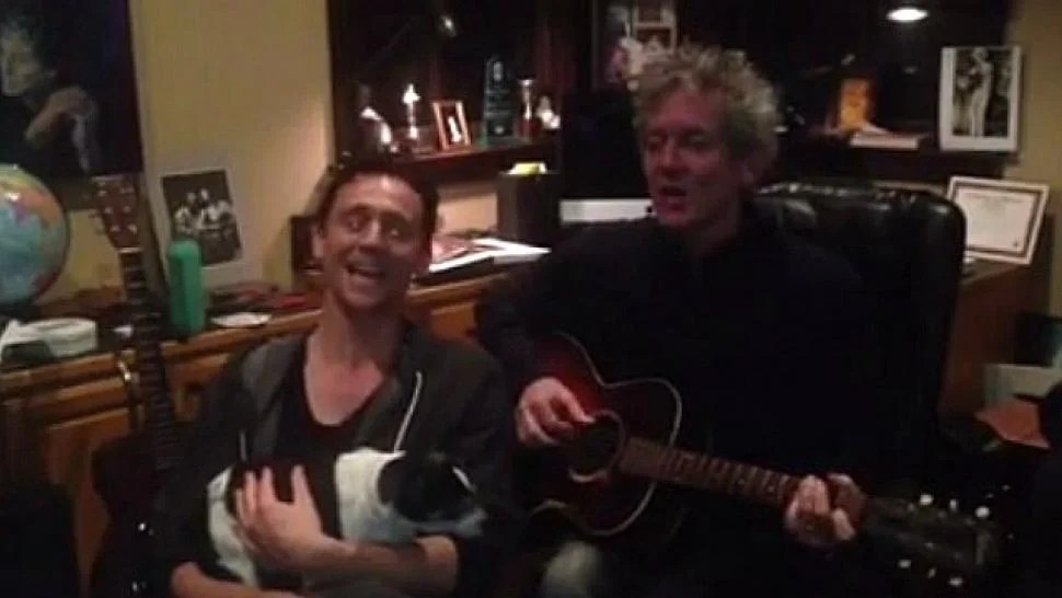 Watch Tom Hiddleston Sing A Christmas Carol With A Puppy In His Lap Entertainment Tonight