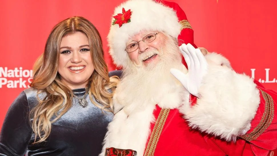 Kelly Clarkson Reveals the Hilarious Gift Little Miss