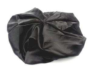 Bonnet en satin réversible