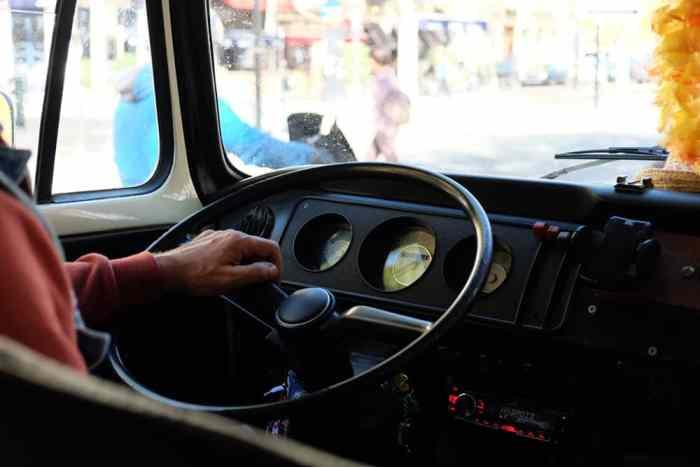 Visiter Lyon en combi volkswagen ©Etpourtantelletourne.fr