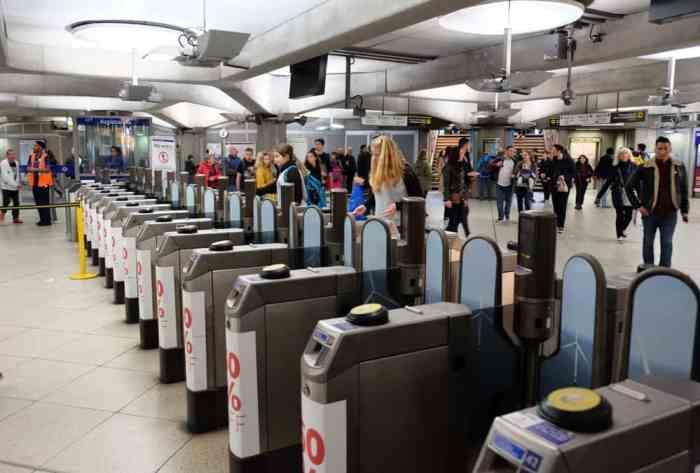 Lieux de tournage Harry Potter à Londres La station de métro de Westminster ©Etpourtantelletourne.fr