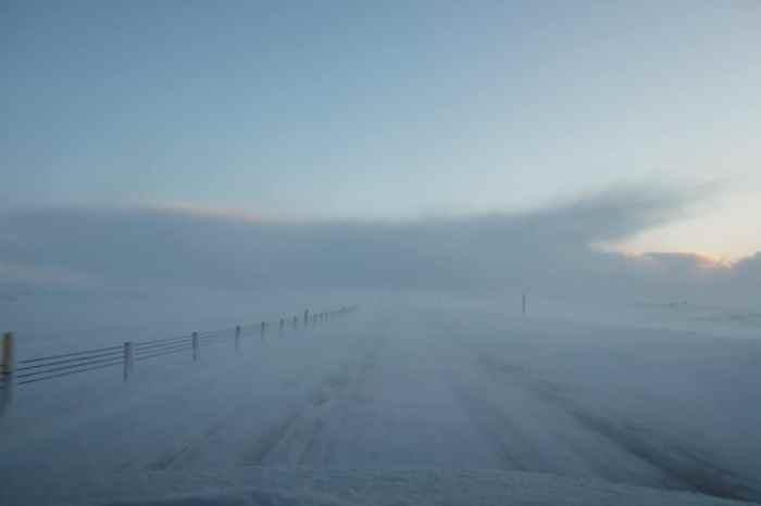 Islande en hiver conduire sur les routes enneigées ©Etpourtantelletourne.fr
