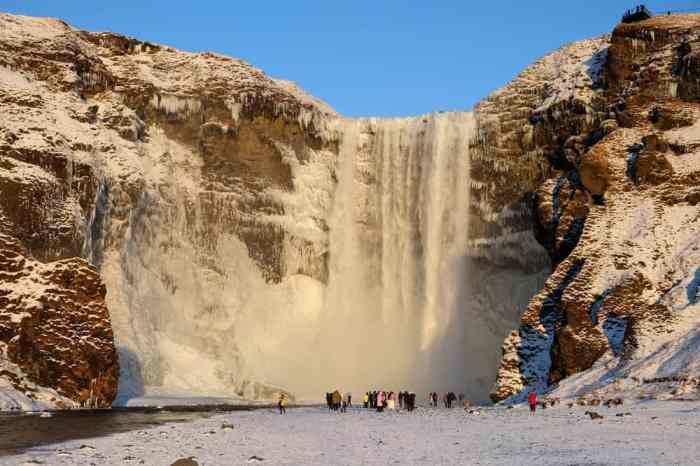 Itinéraire sur les lieux de tournage de Game of Thrones en Islande - cascade Skógafoss - John Snow Daenerys - saison 8 ©Etpourtantelletourne.fr